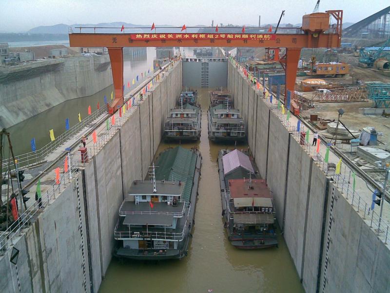 长洲水利枢纽2号船闸通航